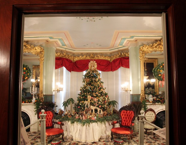Tour Shows Off A Victorian Christmas