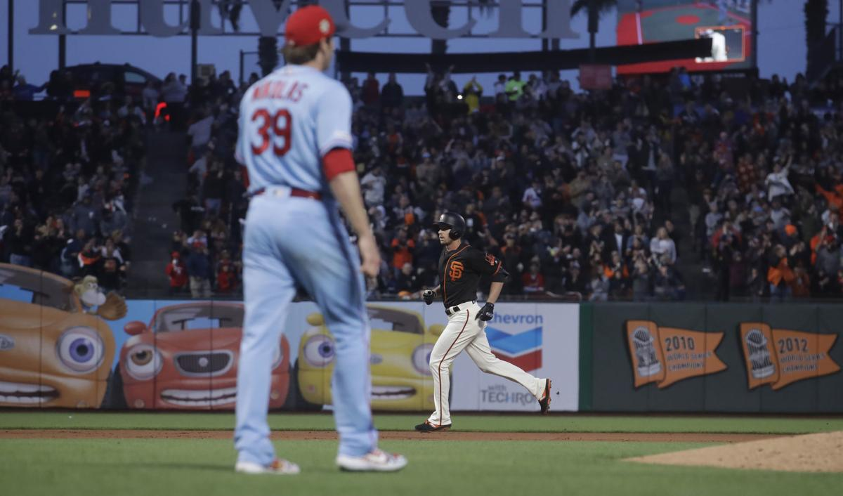 After O'Neill muffs fly ball, Giants proceed to slam Cardinals