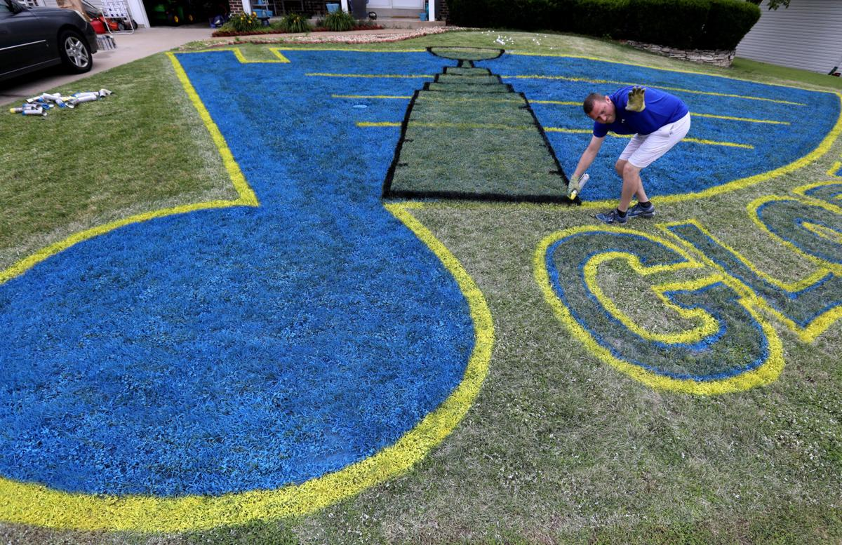 Updated-Blades of 'Gloria' — Blues fan adds Stanley Cup to logo in his yard