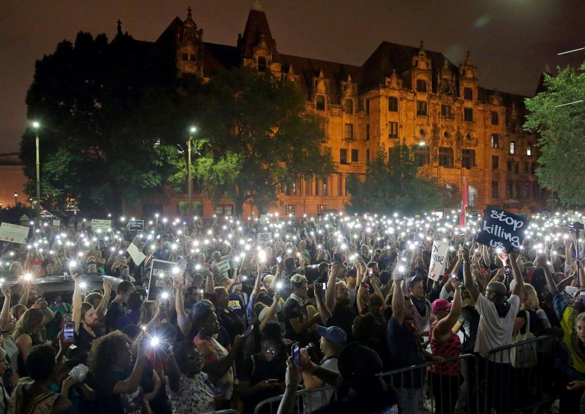 About 1,000 protest outside of St. Louis jail