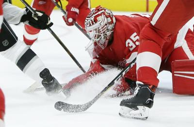 Nhl Howard Stops 42 As Red Wings Beat Kings Hockey Stltoday Com
