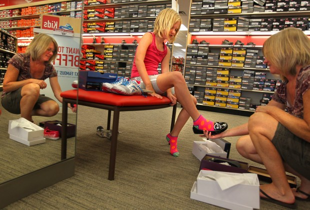 Slip into shoes – and savings – when you shop Famous Footwear. Selling in-fashion discounted shoes and accessories, Famous Footwear operates over 1, stores throughout the United States. Brands such as Reebok, Adidas, Puma and Crocs go for much less at Famous Footwear than the manufactured suggested retail price.