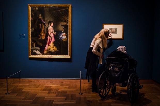 Visitors contemplate Barocci's Nativity