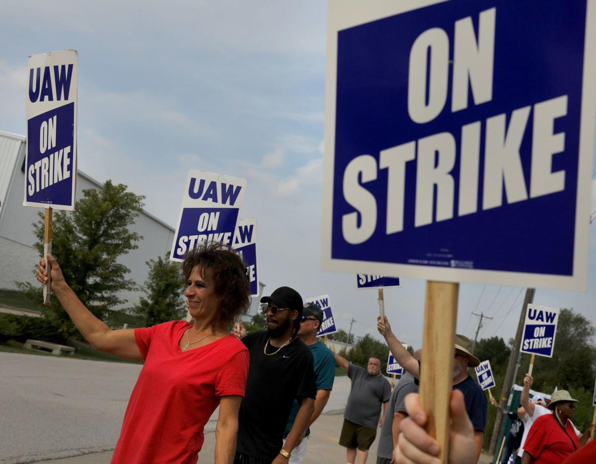 UAW strike continues