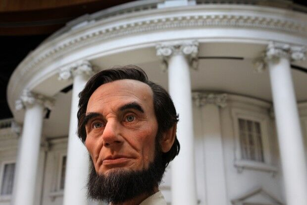 Lincoln in front of White House