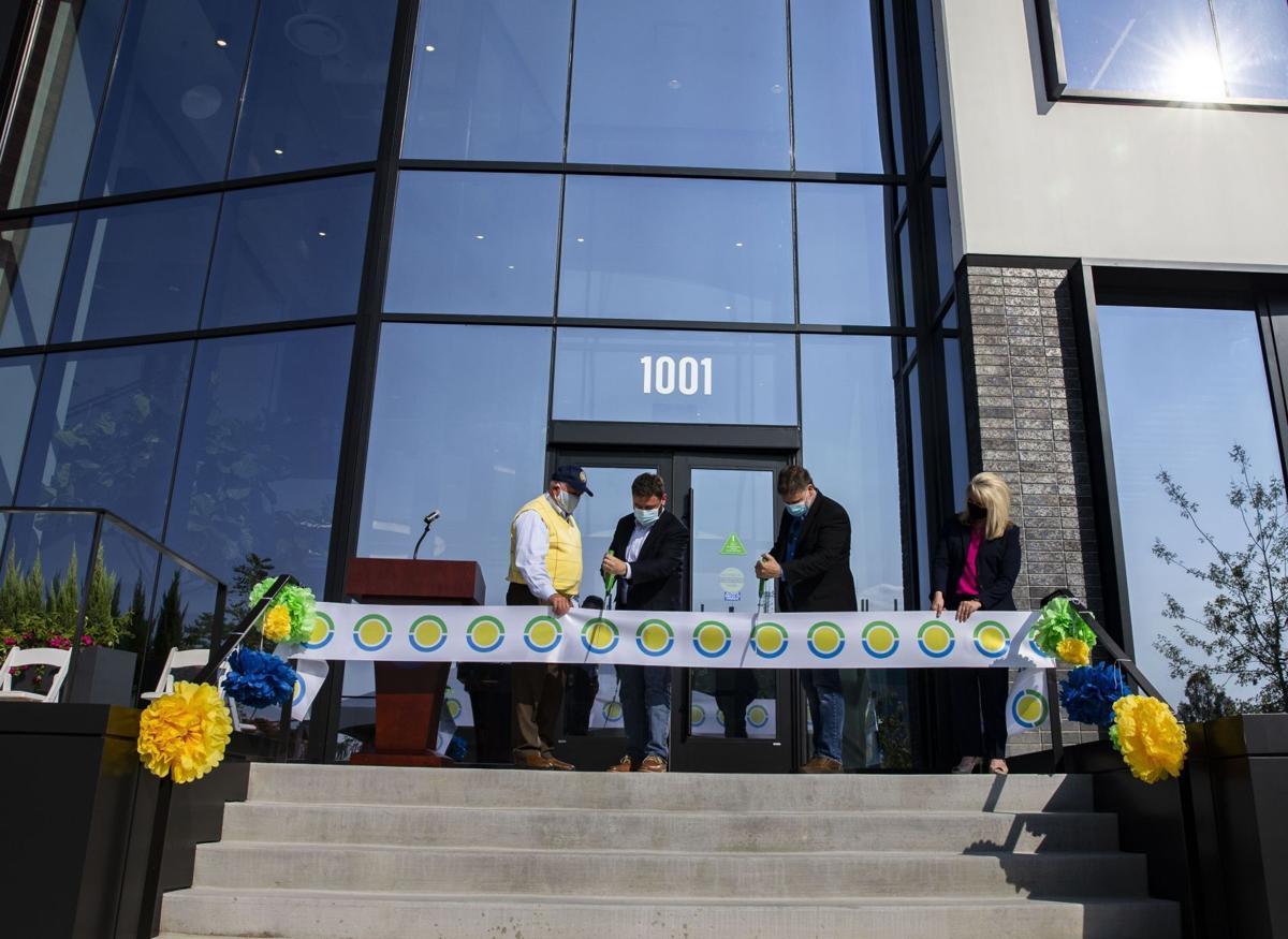 Benson Hill cuts ribbon on new building