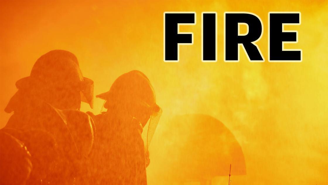Keine Verletzungen im drei-alarm Feuer-Arnold-Metall-container-Anlage