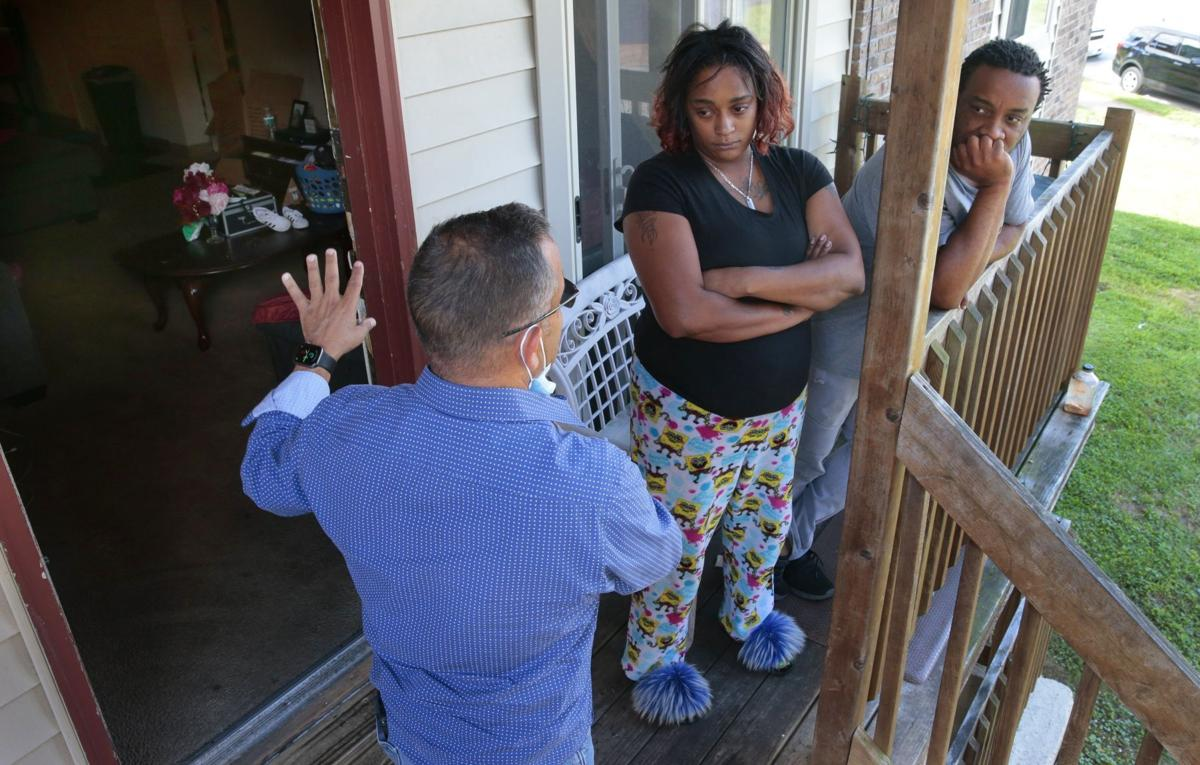 Residents of Ferguson apartments voice concerns to mayor, police