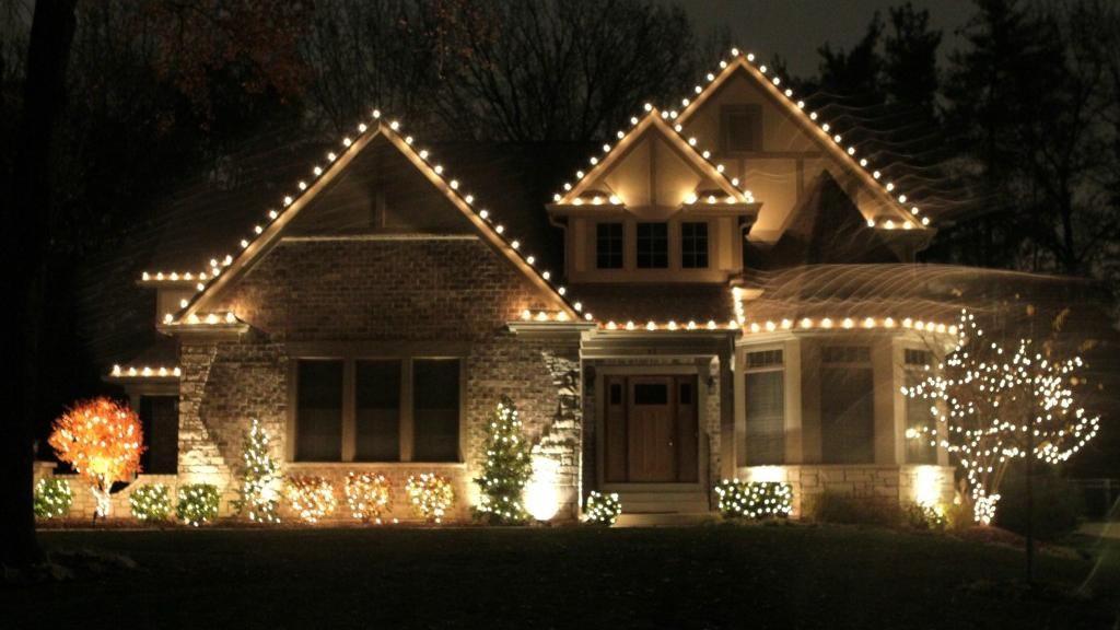 Dos And Dont S Of Outdoor Holiday Lighting Home And