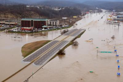 Historic flooding on the Meramec River closes Interstate 44