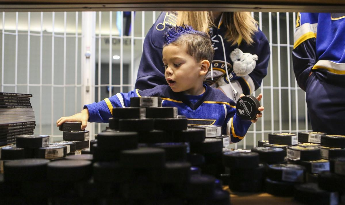 Photos: St Louis fans gather to watch Blues battle Bruins in Boston tonight for The Stanley Cup
