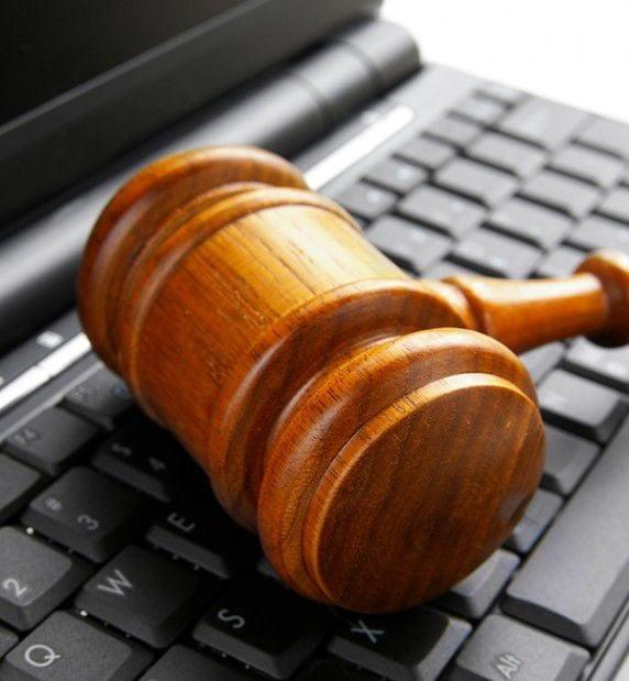 Computer, court
