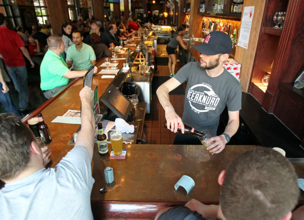 Craft Beer Bar Flying Saucer To Close Downtown Location Local Business Stltoday Com