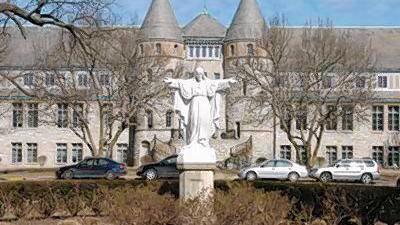 White Villa Duchesne student and parents accuse school of discrimination