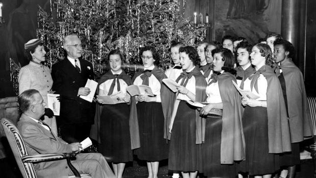 A Look Back • St. Louis Christmas carolers have sung out for more than 100 years