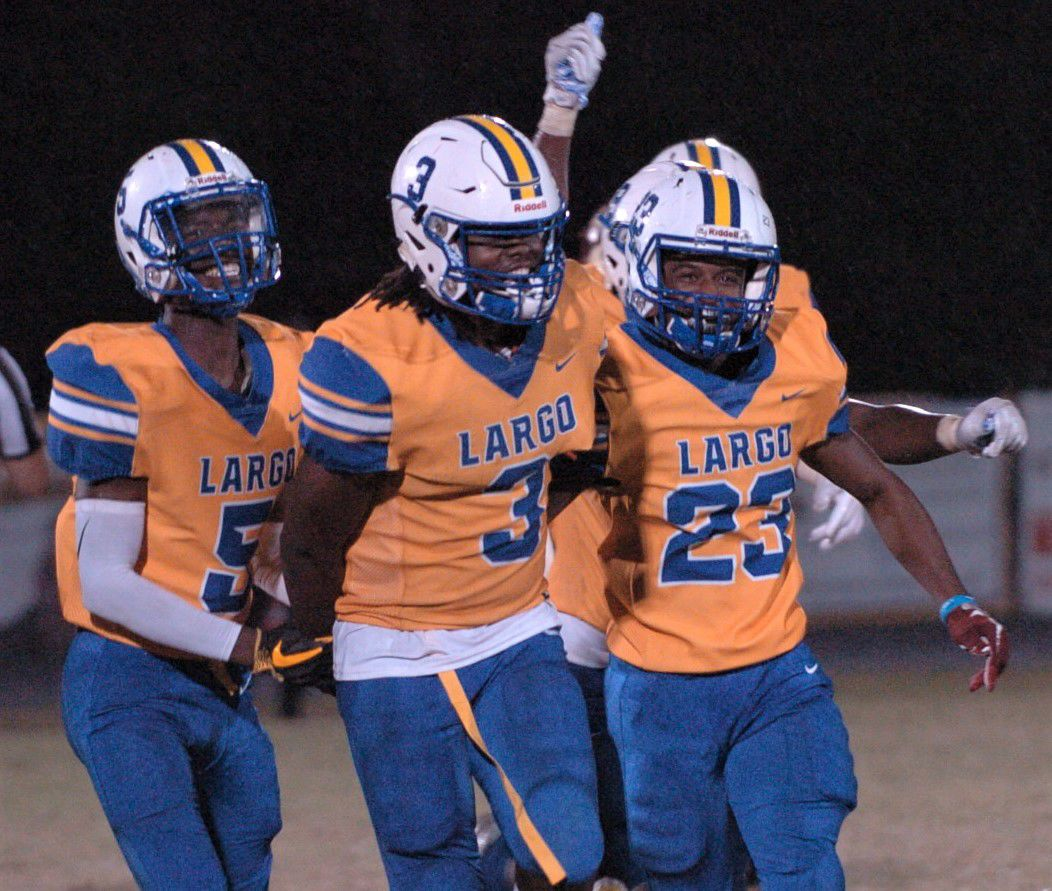 6A FOOTBALL: Largo earns low-scoring win over C-Side