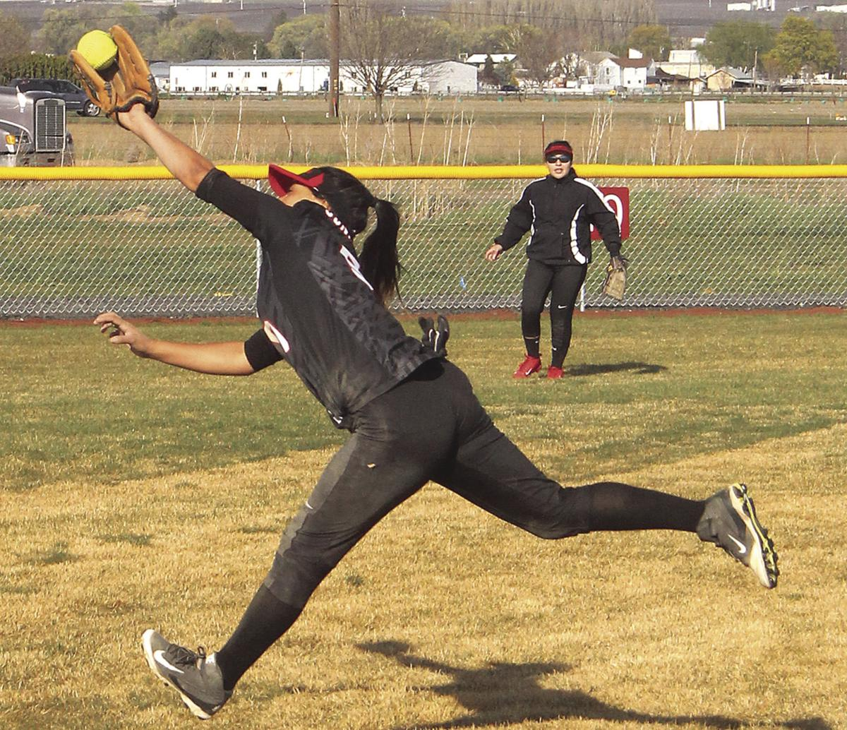 Chiefs rout Sunnyside, 13-0, in fastpitch