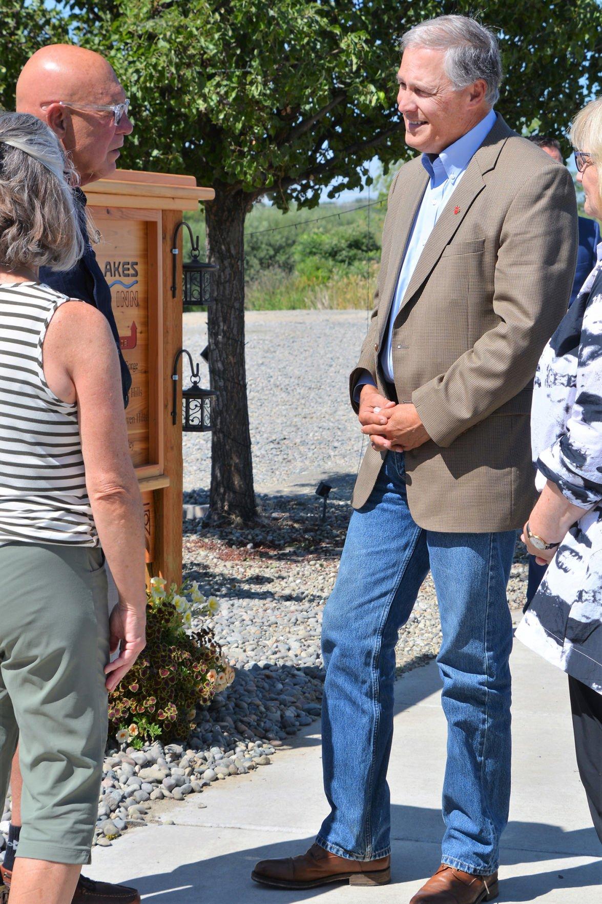 Governor visits Zillah inn