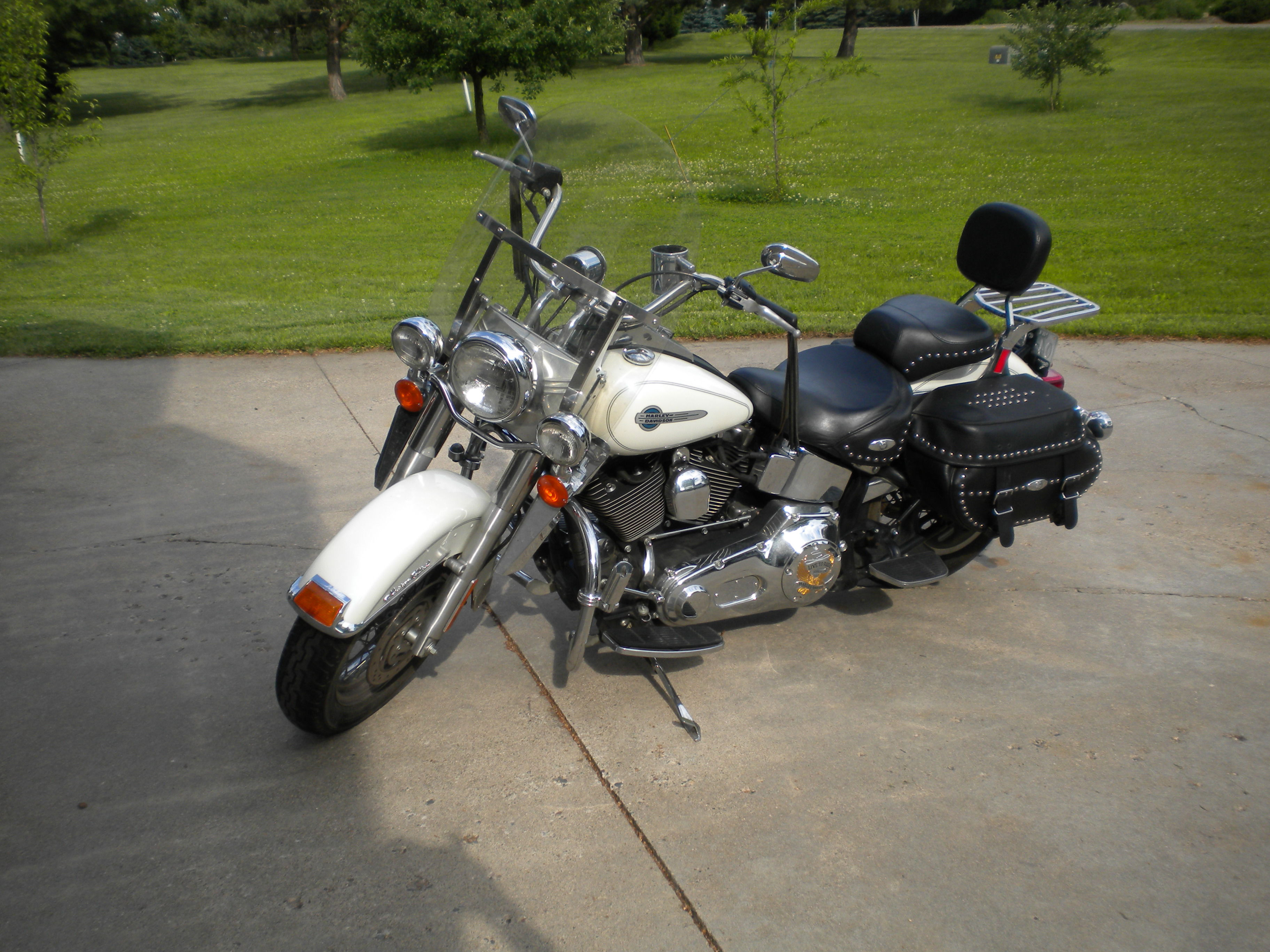 2004 Harley Davidson Heritage Softail Classic image 1