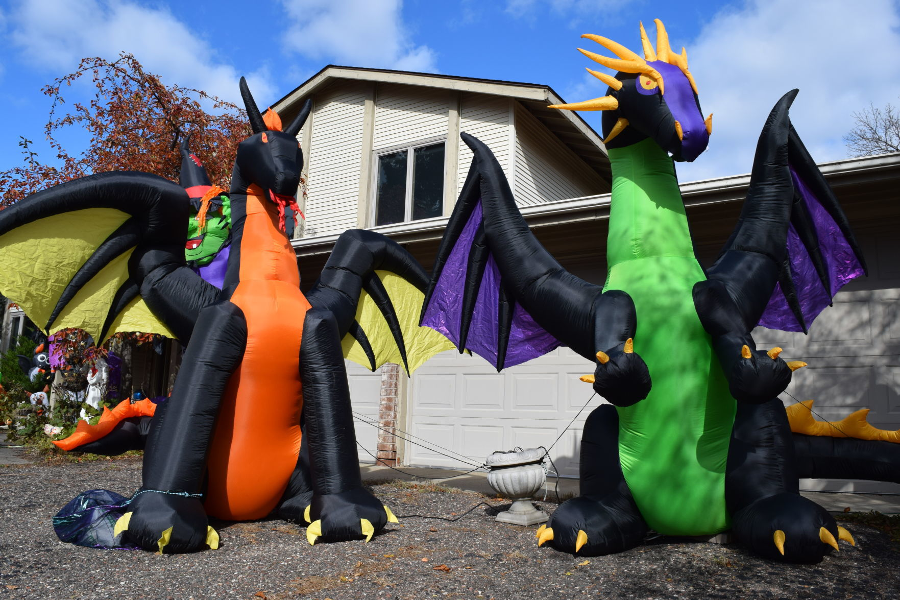 More Is More Nearly 100 Inflatable Halloween Decorations Bring Whimsy And Joy To Eden Prairie Yard Swnewsmedia Com