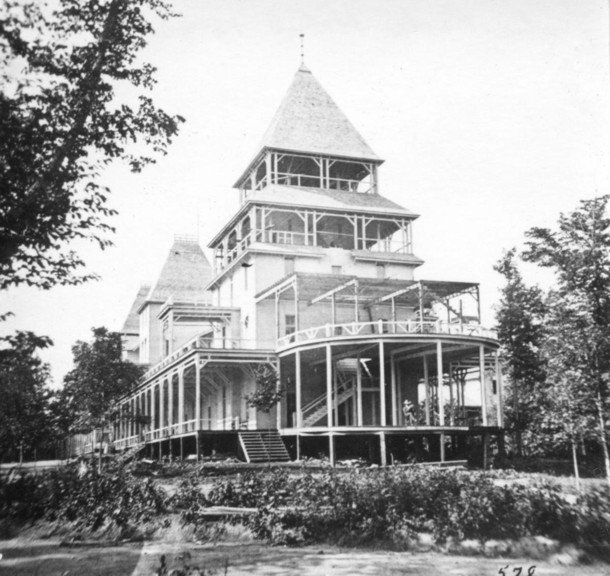 Lake Park Hotel