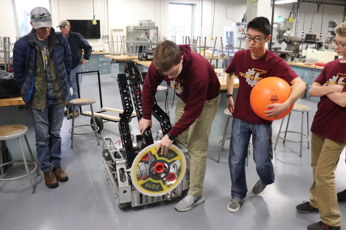 Robot with disc - JHS robotics team