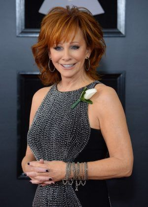 country music star reba mcentire heads to mystic lake aug 11 news