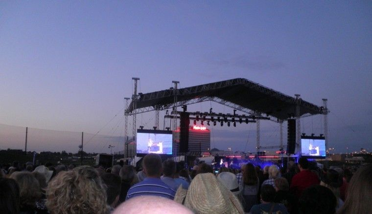 Mystic lake casino outdoor concerts