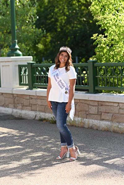 Ariana Velishek