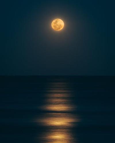Canoe when the moon is full