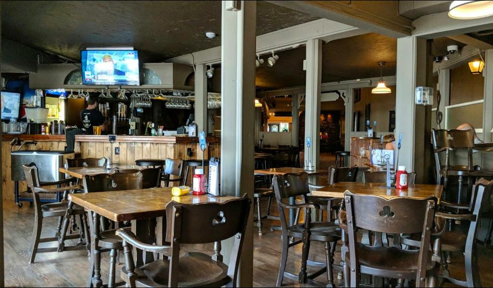 Brindisi's Pub - interior bar