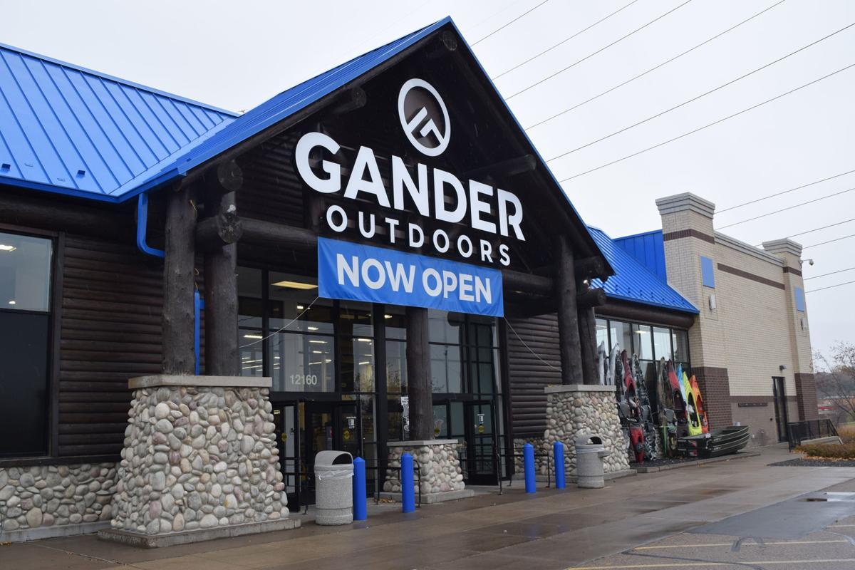 Giant Flag Becomes An Eden Prairie Landmark Eden Prarie Business Swnewsmedia Com