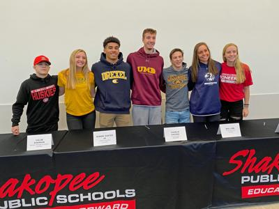 Seven Shakopee athletes sign letters of intent