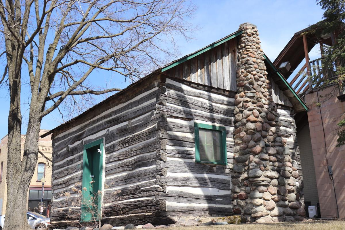 Historic Log cabin in downtown Jordan