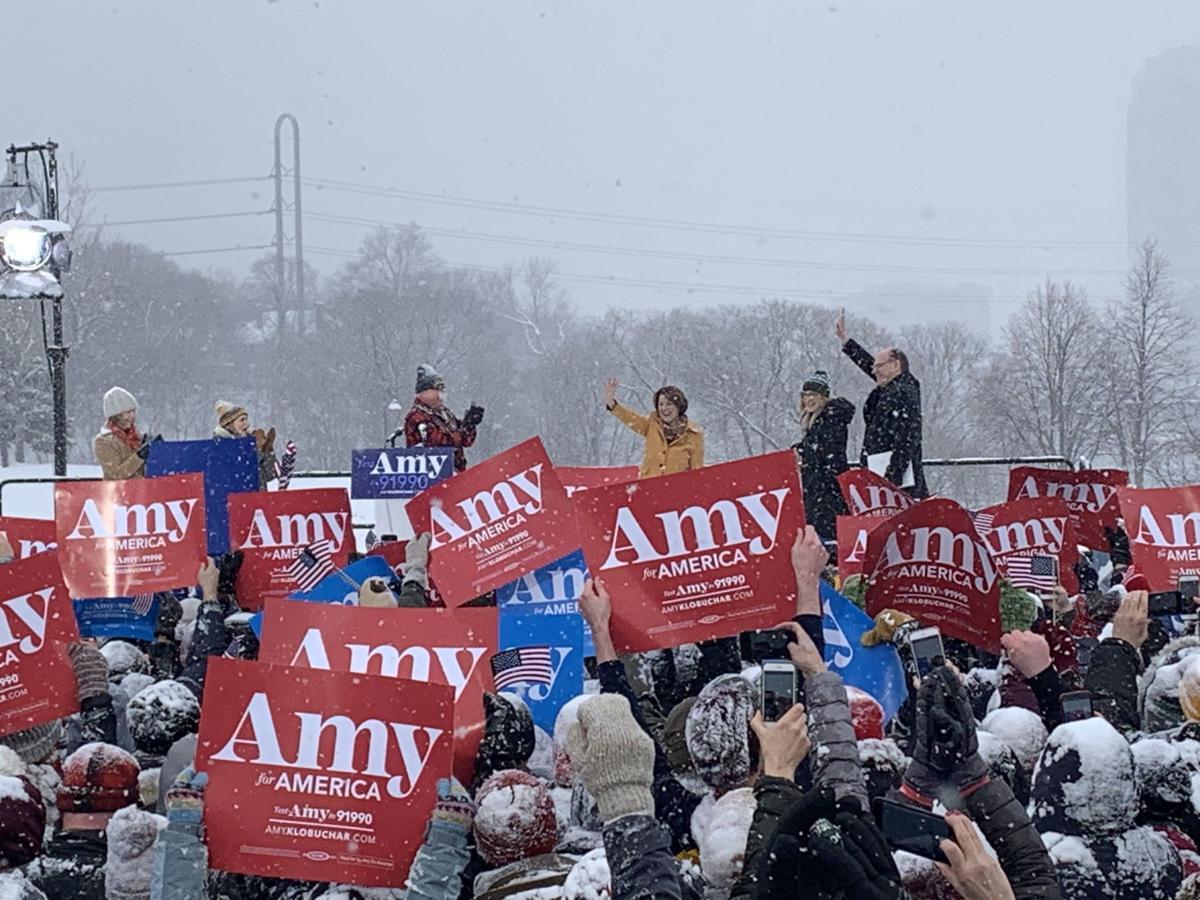 Amy Klobuchar wave