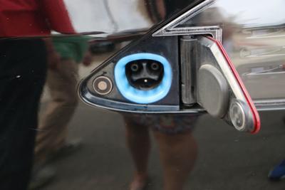 Blue light battery charge hookup (copy)