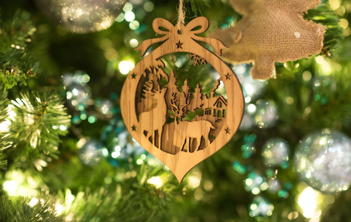 6 strategies for decorating your christmas tree on a dime lifestyle swnewsmediacom - Christmas Decorating On A Dime
