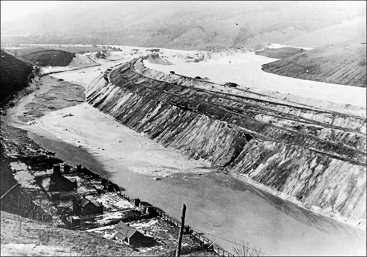 SMY 1221 Muck Dam after break Dec 1924.jpg