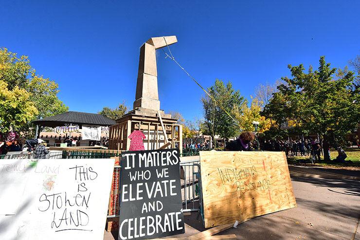Protestors Tear Down Obelisk In Santa Fe Updates Taosnews Com