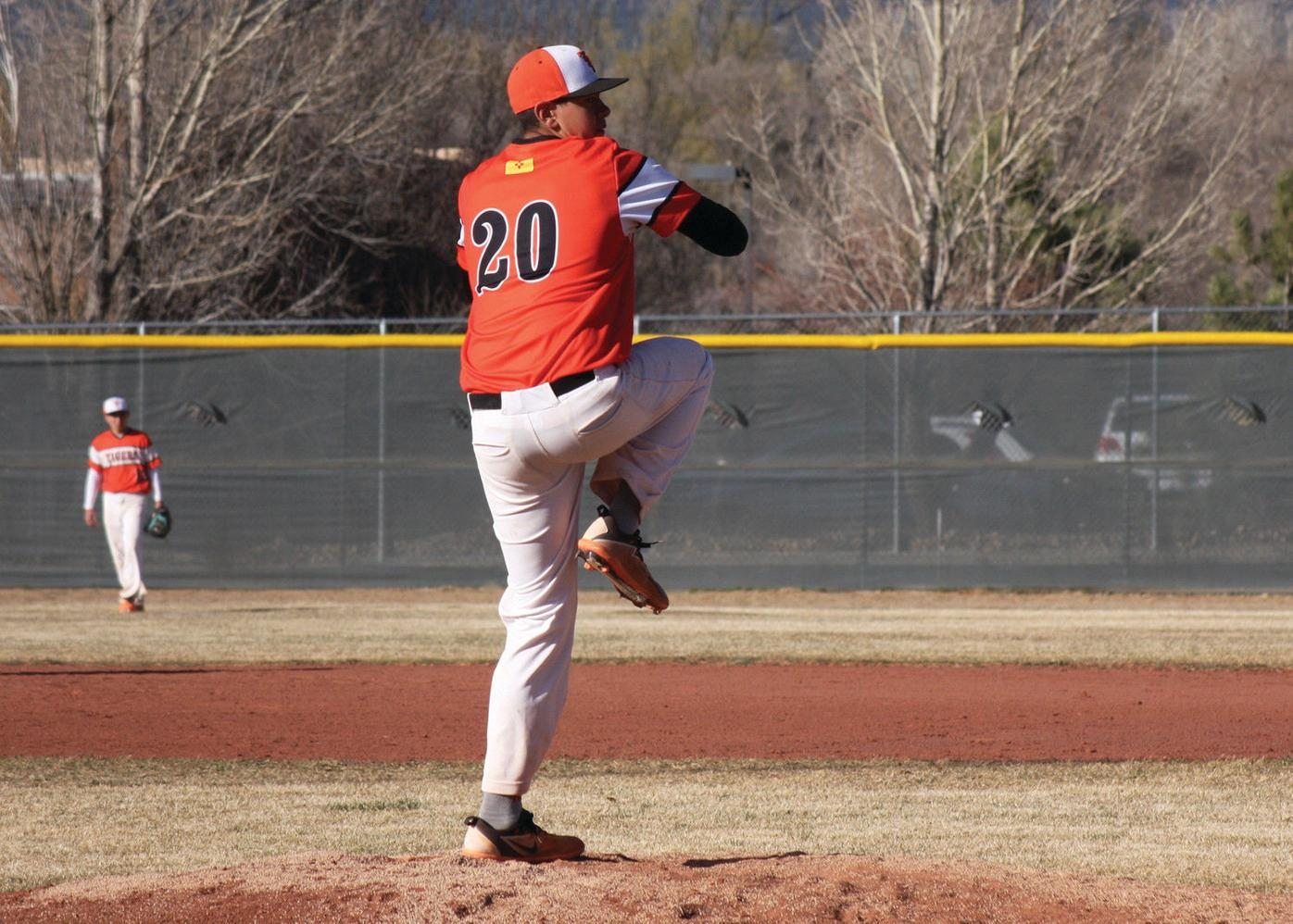 Taos extends win streak to eight with victory over Horsemen