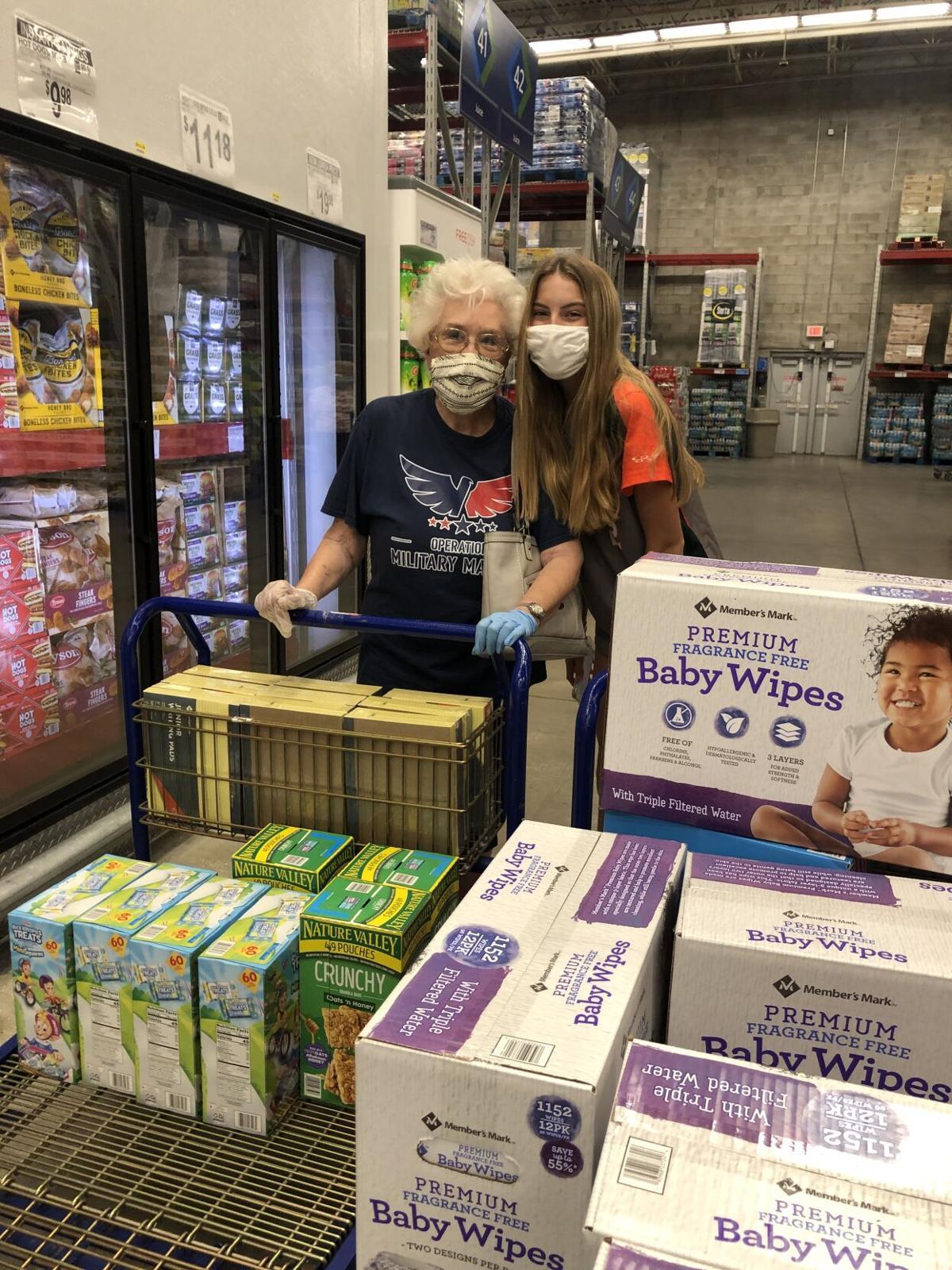 n-sem-windis-Joan and Graci shopping.JPG
