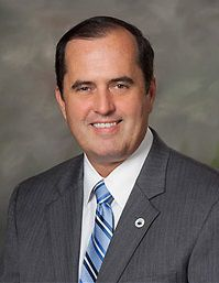 Divided Madeira Beach Commission again picks city manager