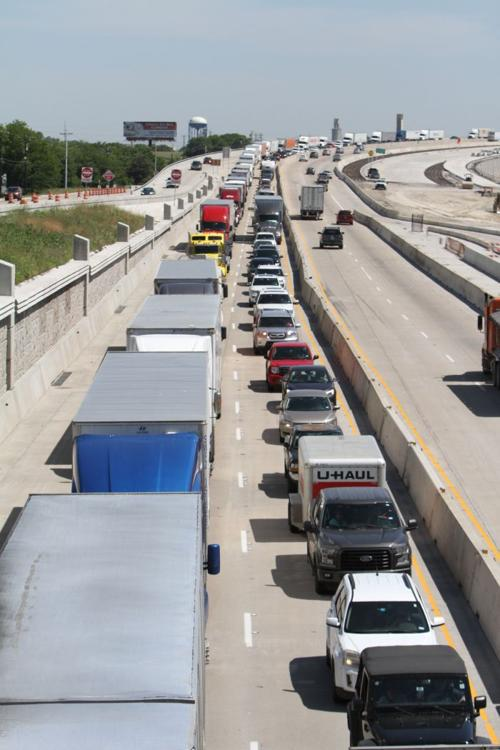 Multi-vehicle accident closes southbound I-35 in Temple
