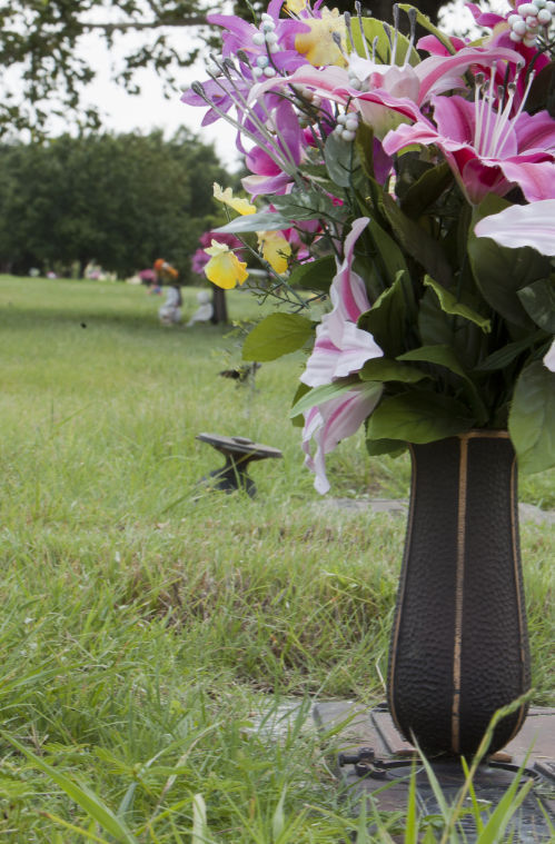 Vases Missing From Bellwood Cmemorial Park News Tdtnews