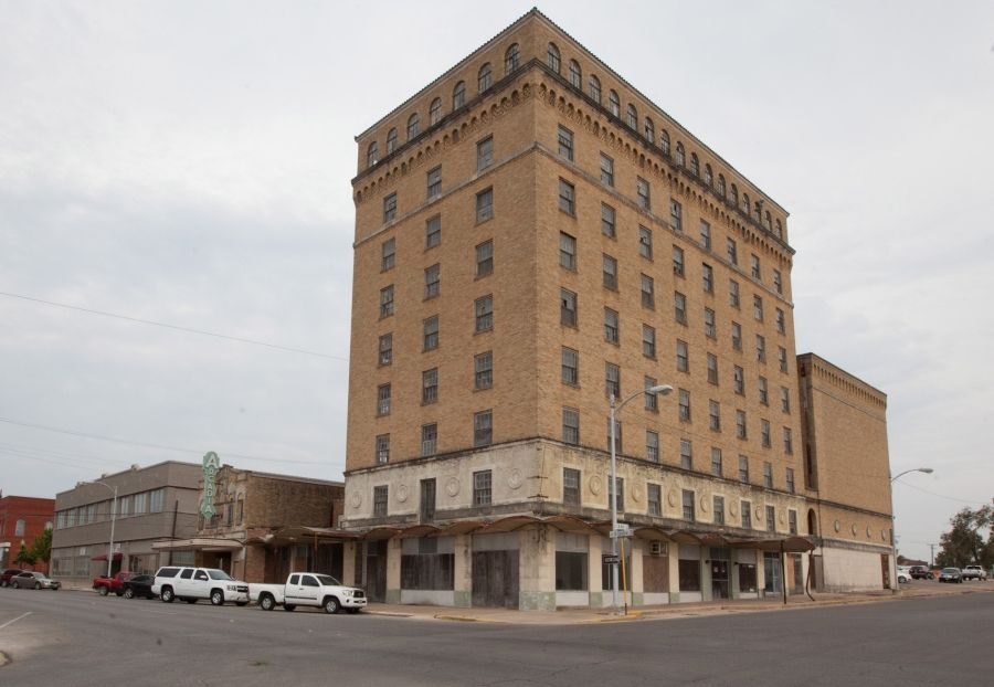 The Aging Hawn Hotel And Aracadia Theater Can Be Seen In Downtown Temple Old Is Going To Redeveloped Into Lofts Or Apartments With Small