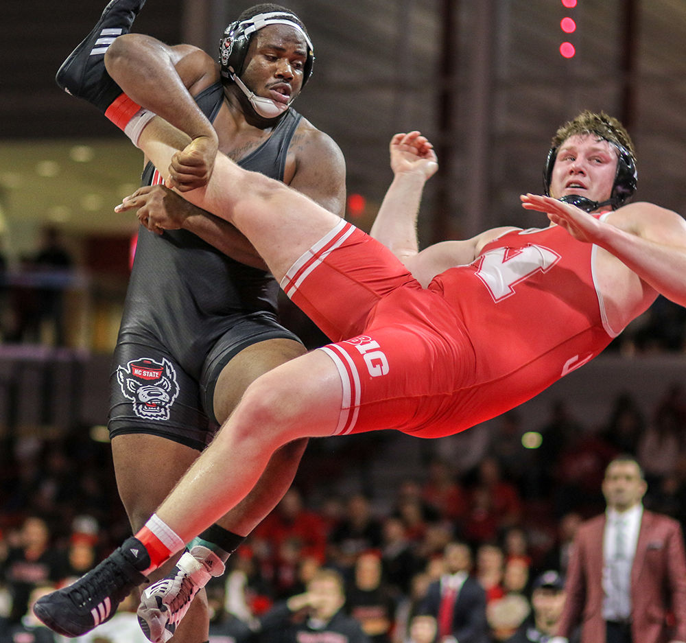 WRESvsNEB Deonte WilsonTakes Down Opponent