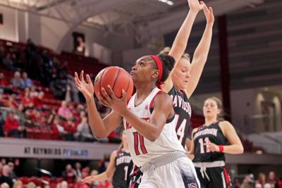 Kiara Leslie Attacks Basket vs. Davidson