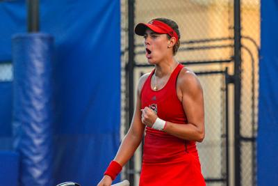 No. 8 women's tennis trounces No. 9 South Carolina, sweeps Charlotte