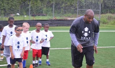Torry Holt demonstrates drill at the Holt Brothers Football Camp