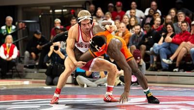 Wrestling looks to stay hot in weekend bouts
